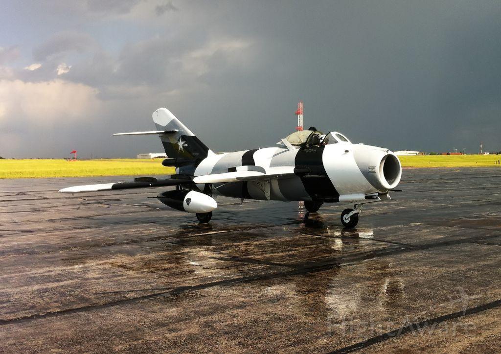 MIKOYAN MiG-17 (N6953X)