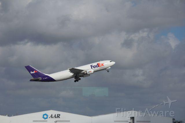 Airbus A300F4-600 (N683FE) - 121013 FedEx rotating from Rwy 8R