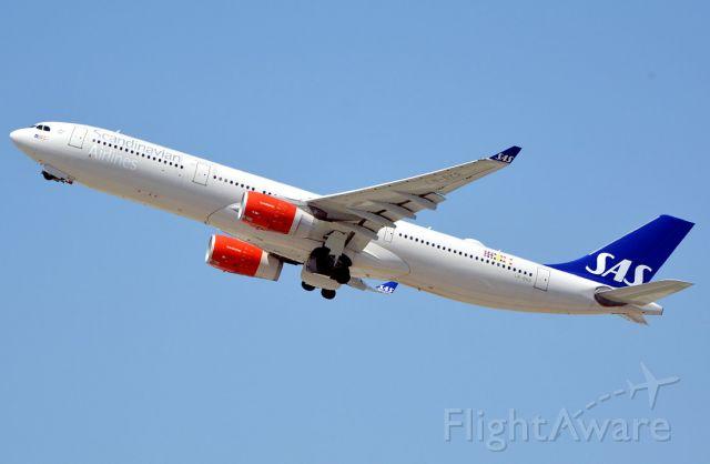 Airbus A330-300 (LN-RKR)