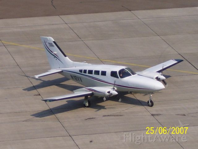 Cessna 402 (N18VV)