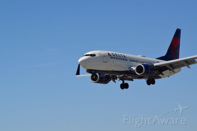 Boeing 737-700 (N309DE)