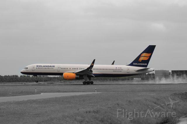 Boeing 757-200 (TF-ISL) - Iceland Air, Amsterdam Airport, Runway 06