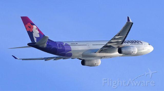 Airbus A330-200 (N380HA)