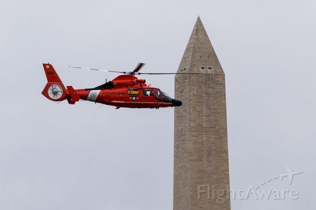 N6509 — - US Coast Guard MH-65 Dolphin cruises past the Washington Monument on patrol.