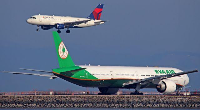 BOEING 777-300ER (B-16725)