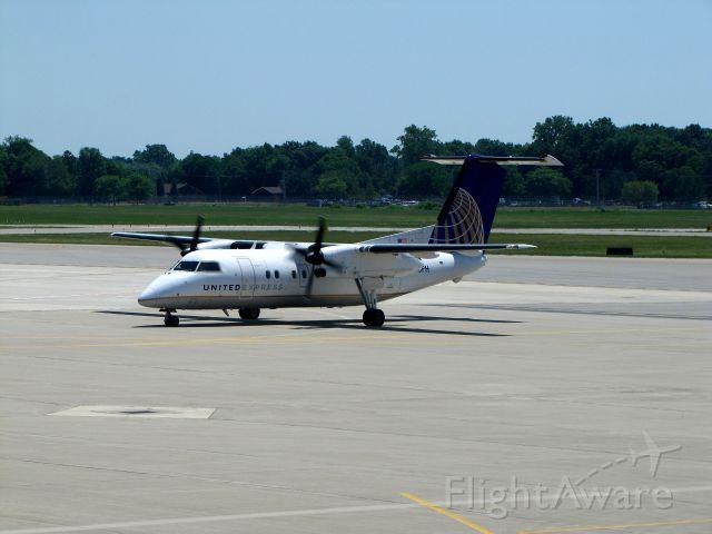 de Havilland Dash 8-100 (N365PH)