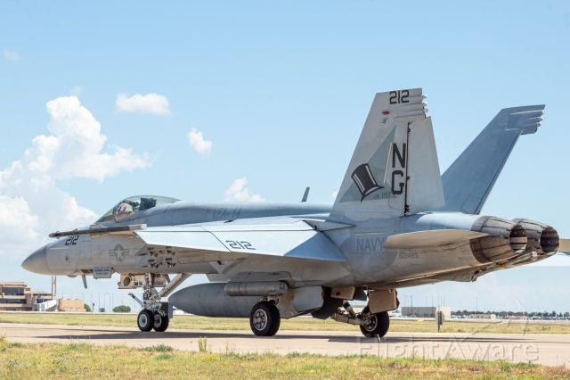"""16-8483 — - F/A-18E from VFA-14 """"Tophatters""""."""