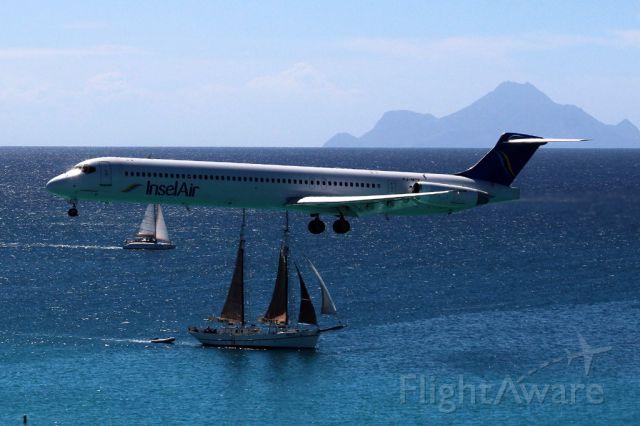 McDonnell Douglas MD-80 (PJ-MDF) - From the Sonesta Hotel