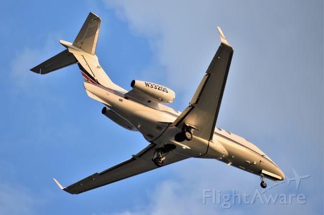 Embraer Phenom 300 (N332QS)