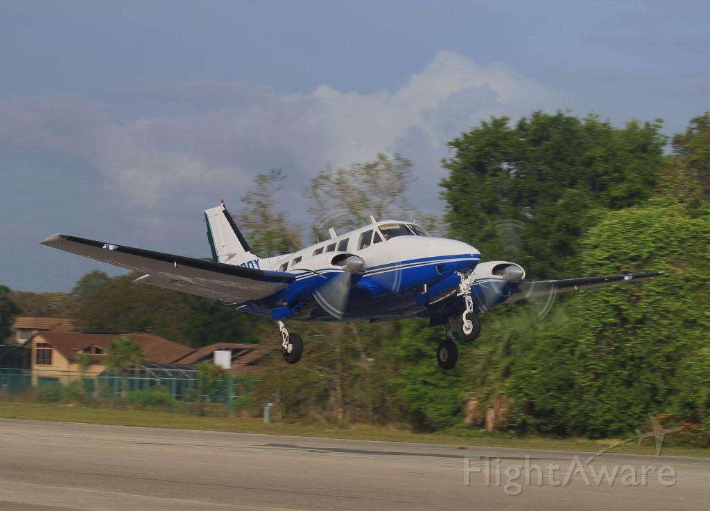 Beechcraft Queen Air (65) (C-FBOY)