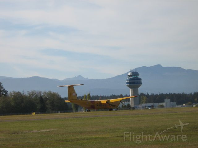 — — - Buffalo CC-115  Search and Rescue Team lands at CFB Comox