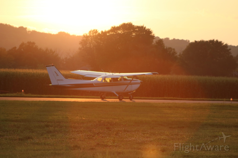 Cessna Skyhawk (N123CL) - A Skyhawk taking off RW 35 @ KSEG.