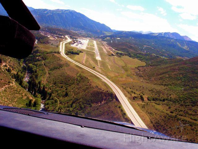 Cessna Skylane (N487TC) - Turning final on a hot summer day in Aspen