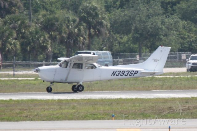 Cessna Skyhawk (N393SP) - N393SP performs a touch and go on Runway 32 at Sarasota-Bradenton International Airport