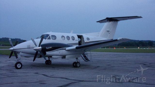Beechcraft King Air F90 (N325WR)