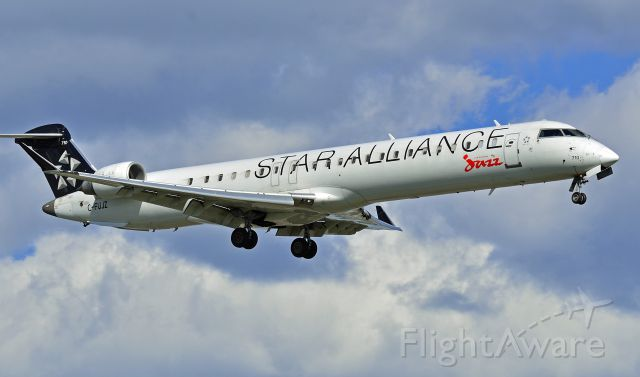 Canadair Regional Jet CRJ-700 (C-FUJZ)