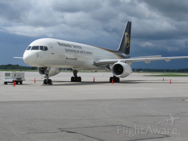 Boeing 757-200 (N473UP) - This 757 was caught resting at Hamilton intl. airport in 2012