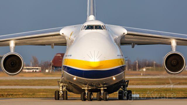 Antonov An-12 (UR-82073)