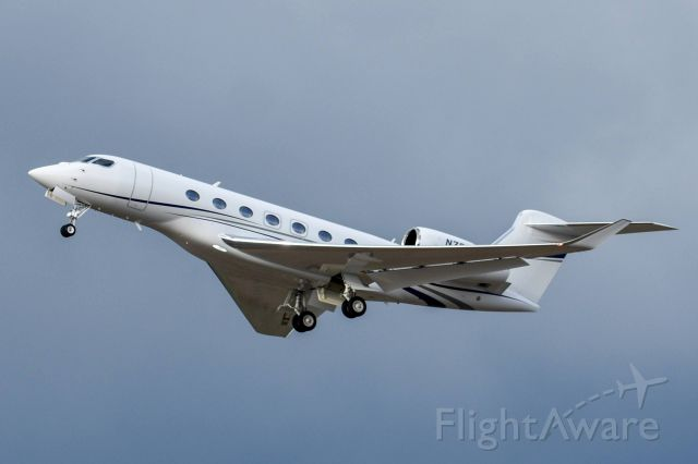 GULFSTREAM AEROSPACE G-7 Gulfstream G600 (N76PW) - See full image
