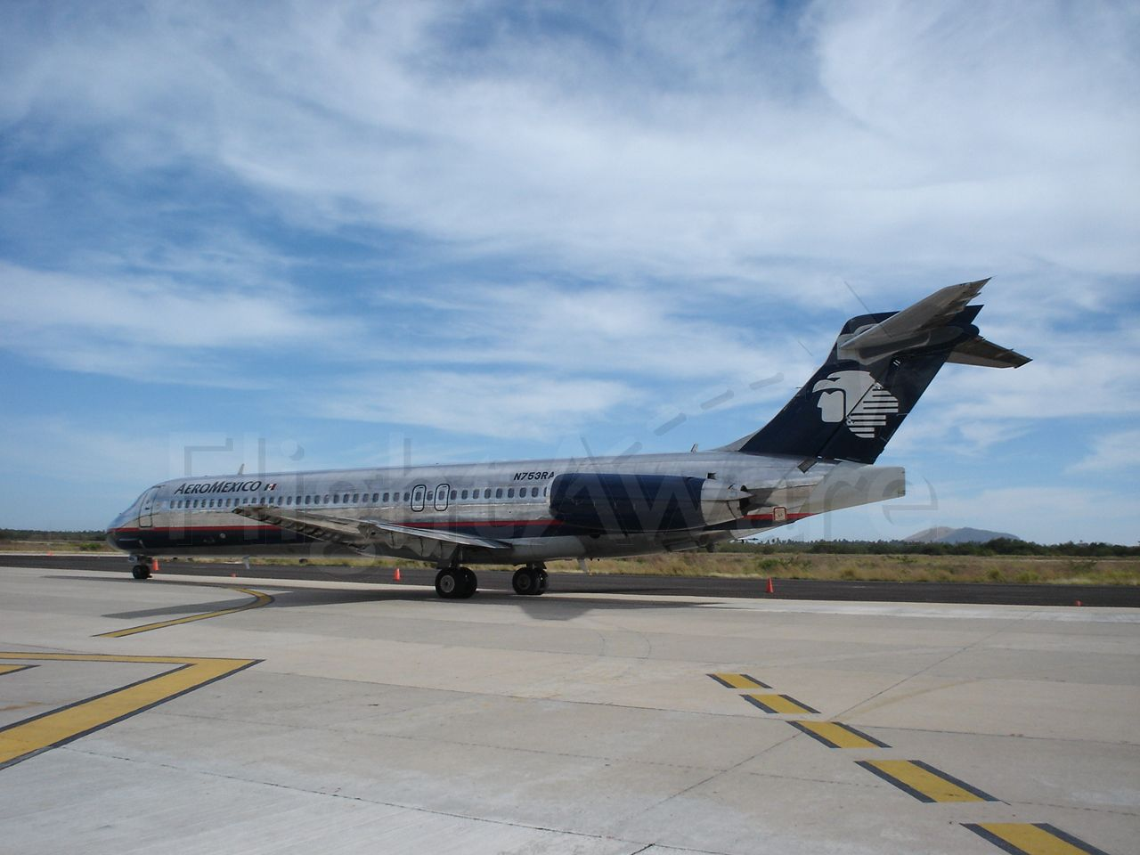 McDonnell Douglas MD-87 (N753RA)