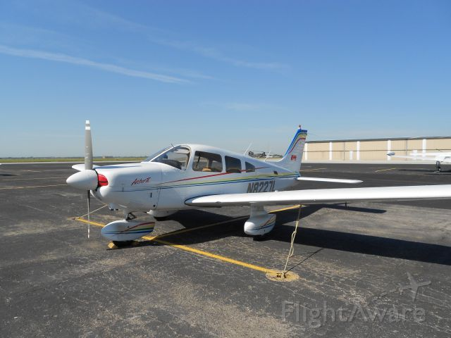Piper Cherokee Arrow (N8227L)