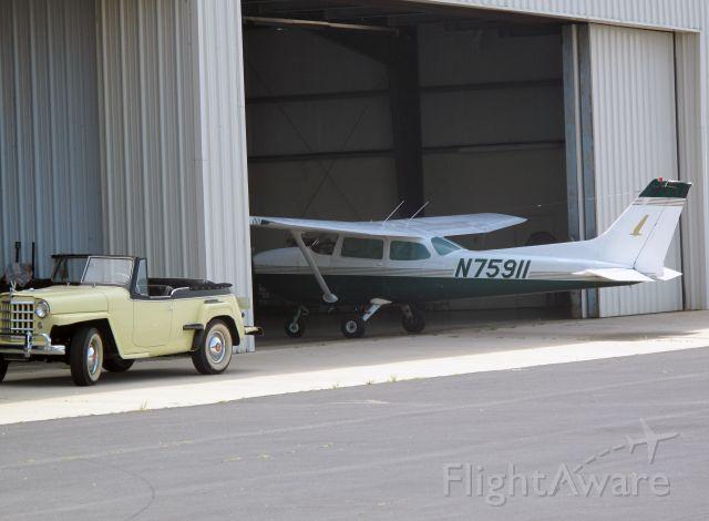 Cessna Skyhawk (N75911)