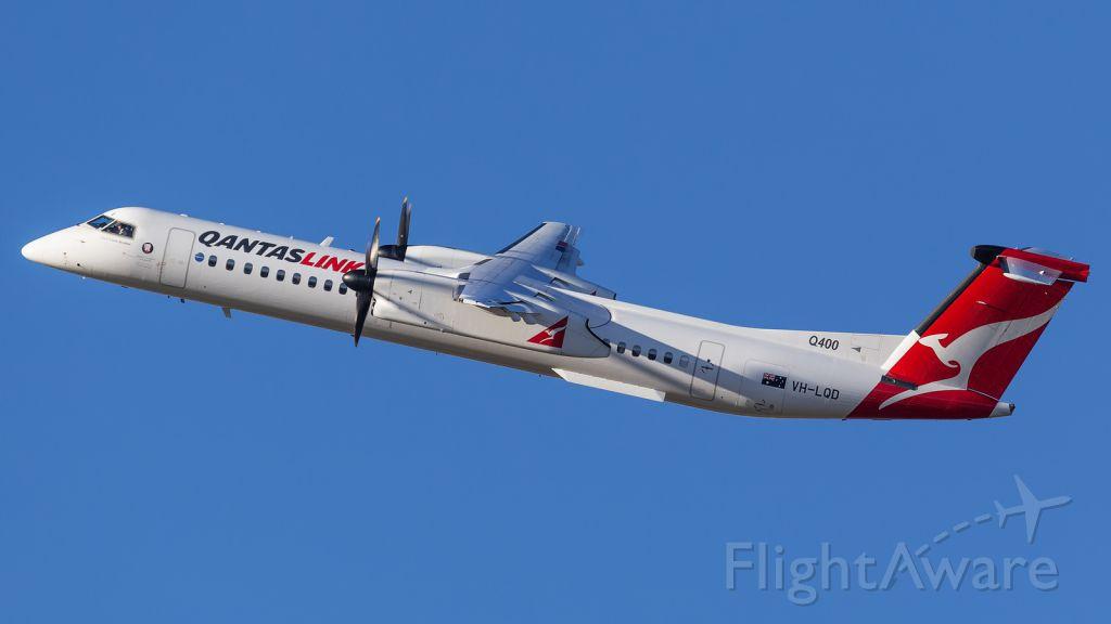 de Havilland Dash 8-400 (VH-LQD)