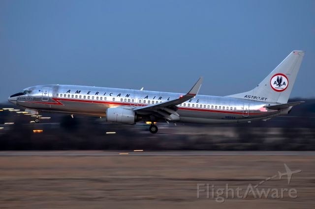 Boeing 737-800 (N951AA) - Astrojet arriving in Nashville
