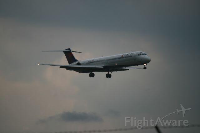 McDonnell Douglas MD-83 (N981DL)