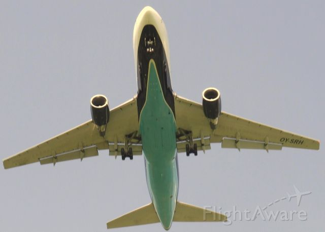 OY-SRH — - short finals for rwy 24 after crew traing