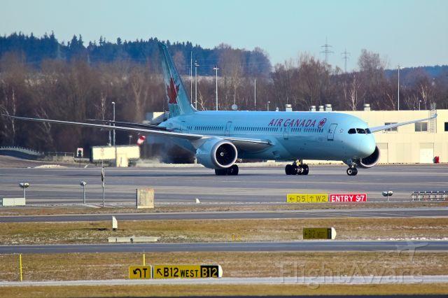 Boeing 787-9 Dreamliner (C-FNOE)