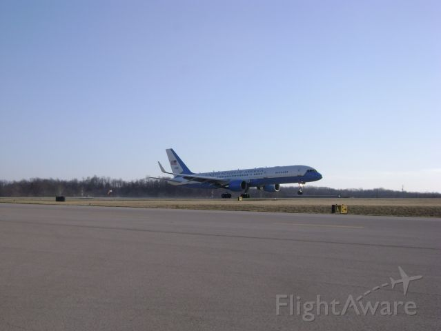 N80001 — - AirForce One doing touch and goes at KHTS