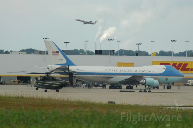 Boeing 747-200 (N28000) - air force 1 is parked awaiting obama from a speech he gave in CIN as you can see there is a CH-53 landing
