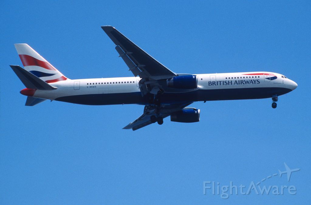 BOEING 767-300 (G-BNWS) - Final Approach to Tokyo-Haneda Intl Airport Rwy16L on 2000/07/20