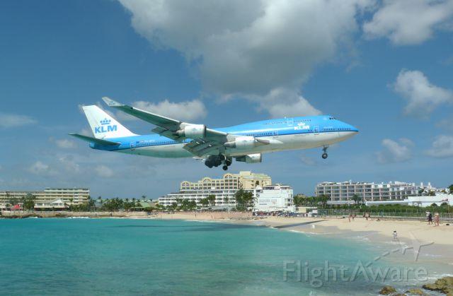 Boeing 747-400 (PH-BFA) - KLM heavy for Rw10