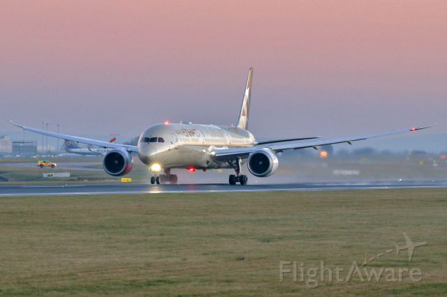 BOEING 787-10 Dreamliner (A6-BMG) - ETD16 departing to Abu Dhabi in the early morning light