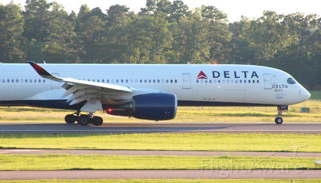 """Airbus A350-900 (N502DN) - My first catch of an A350, and it's the modern day """"Spirit of Delta/Delta Spirit""""."""