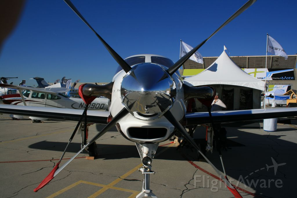 — — - Kestrel Aircraft SInge-Engine Turboprop (Formerly Epic LT) at AOPA AIrport Fest