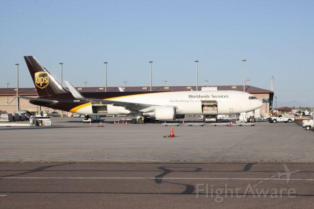 BOEING 767-300 (N334UP)