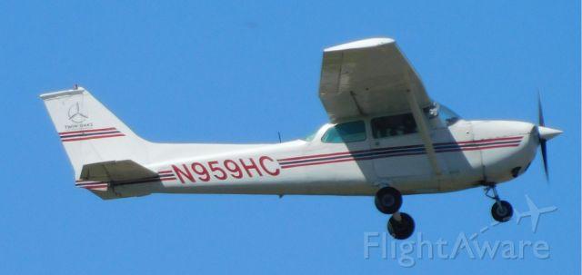 Cessna Skyhawk (N959HC) - N959HC over CVO on 16th April 2021.