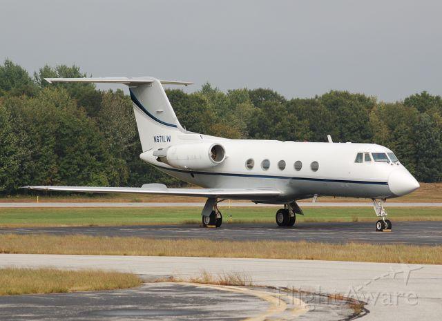 Gulfstream American Gulfstream 2 (N671LW) - My favorite Nashua resident.