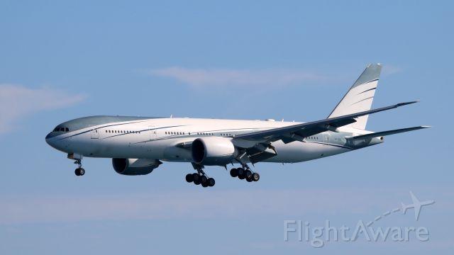 BOEING 777-200LR (VP-CAL)