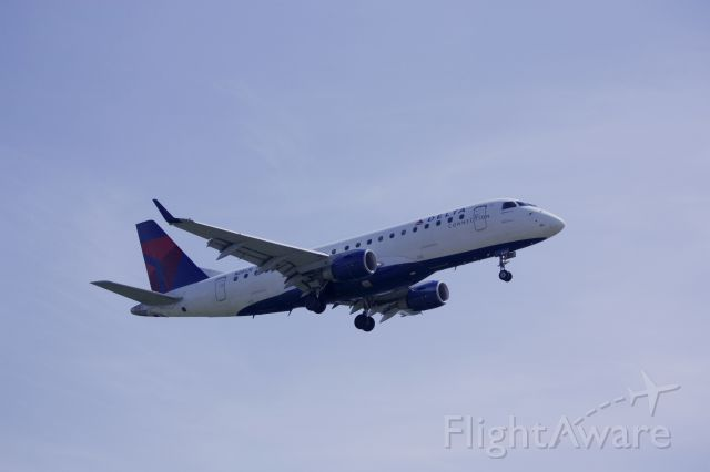 Embraer 170/175 (N201JQ) - On final for Rwy 19 at KDCA