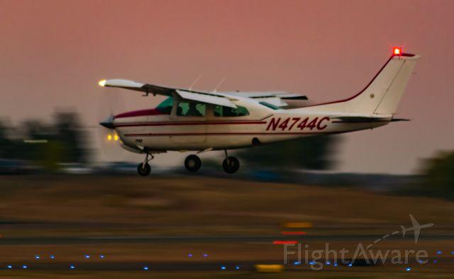 Cessna Centurion (N4744C) - 3R Landing