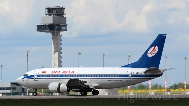 Boeing 737-500 (EW-251PA)