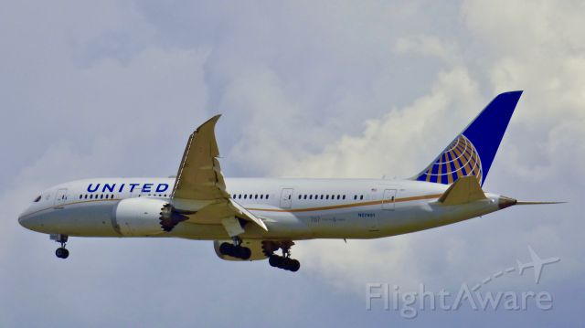 Boeing Dreamliner (Srs.8) (N27901) - A Boeing 787 flies final into DEN after a flight from LHR.