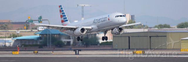 Airbus A321 (N537UW) - Phoenix Sky Harbor International Airport rwy 8 09SEP19