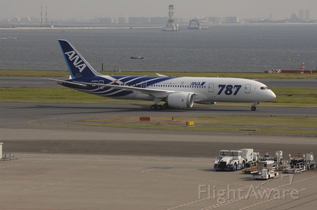 Boeing 787-8 (JA801A) - Taxi at Haneda Intl Airport on 2011/09/28