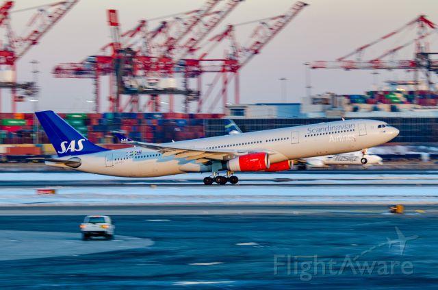 Airbus A330-300 (LN-RKU)