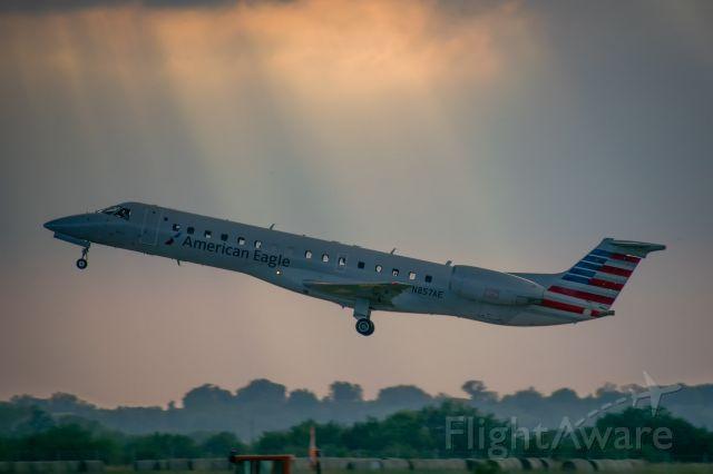 Embraer ERJ-135 (N857AE)